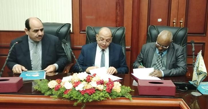 رئيس جامعة بني سويف يوقع اتفاقيات تعاون مع خمس جامعات سودانية