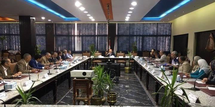 تفاصيل اجتماع رئيس جامعة الزقازيق بمديري الإدارات
