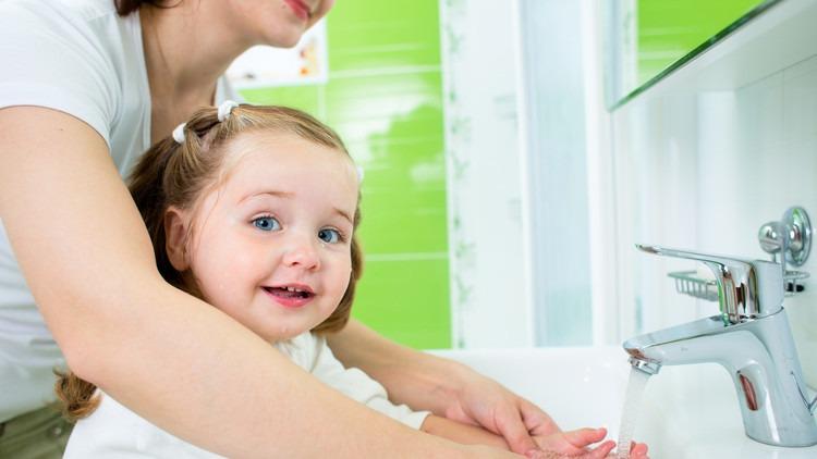 وداعا للنصائح المكذوبة.. علماء يكشفون الطريقة المثلى لغسل اليدين
