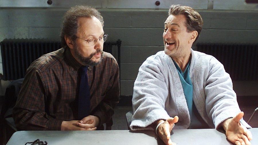 السنافر و«دي نيرو» في أفلام السهرة.. وجاكي شان أيضا