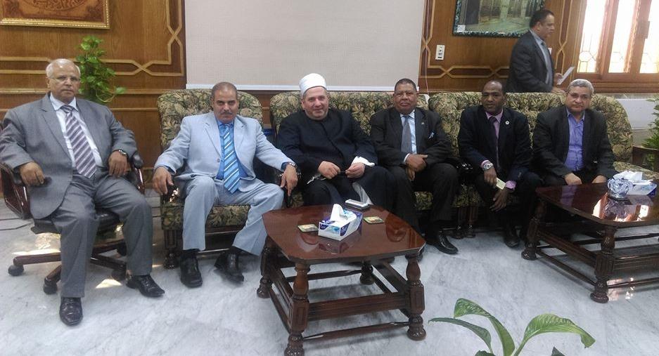 «أبو هاشم» يهنئ «المحرصاوي» برئاسة الجامعة: مشكلتي مع قرار شيخ الأزهر