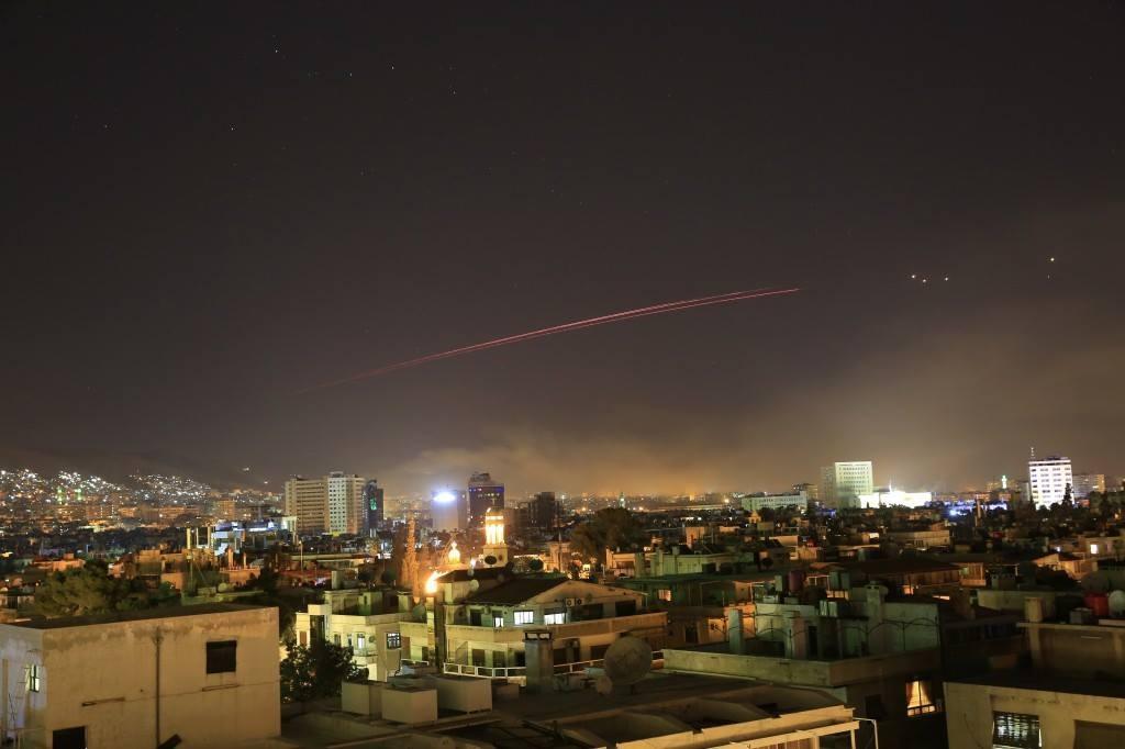 رد الجيش السوري على الضربة الأمريكية لمواقعه العسكرية