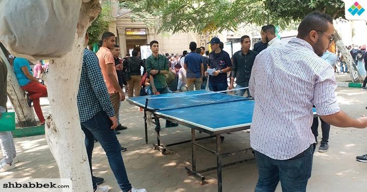ألعاب وأعمال فنية في ساحة كلية الحقوق جامعة القاهرة ضمن حفلات استقبال الطلاب