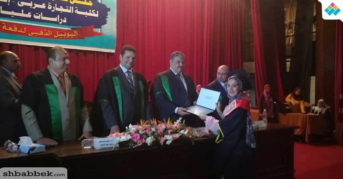 كلية التجارة جامعة القاهرة تكرم أوائل خريحي دفعة 2017 (صور)