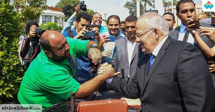 رئيس جامعة القاهرة يهزم مدرب «الريست» ويعد الطلاب بمفجآت كثيرة