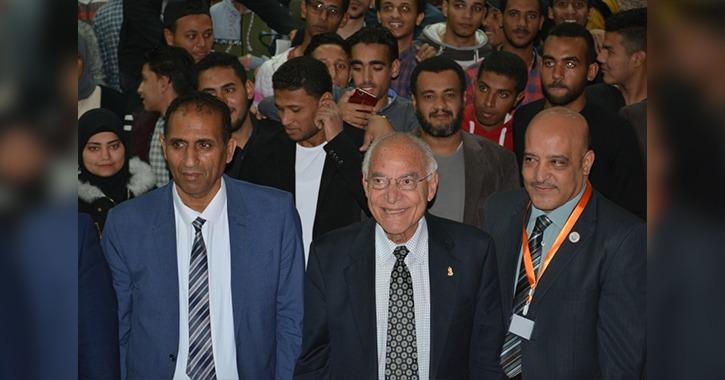 العالم فاروق الباز يزور جامعة أسوان