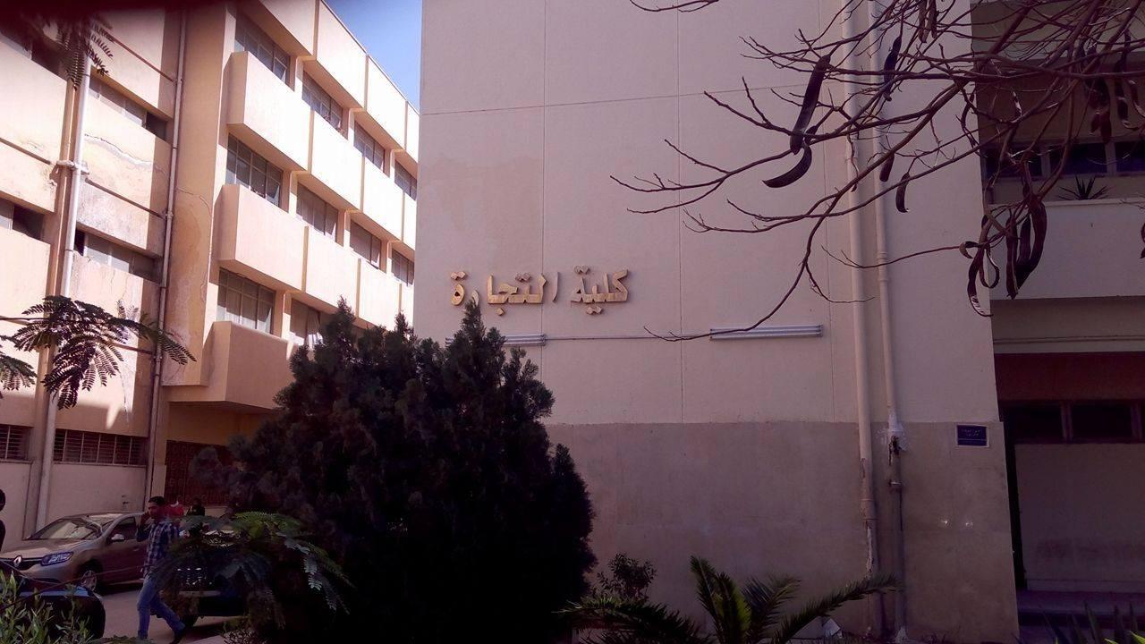 http://shbabbek.com/upload/سقوط طالب بجامعة حلوان من الطابق الثاني.. ونائب رئيس الجامعة يكشف عن حالته الصحية
