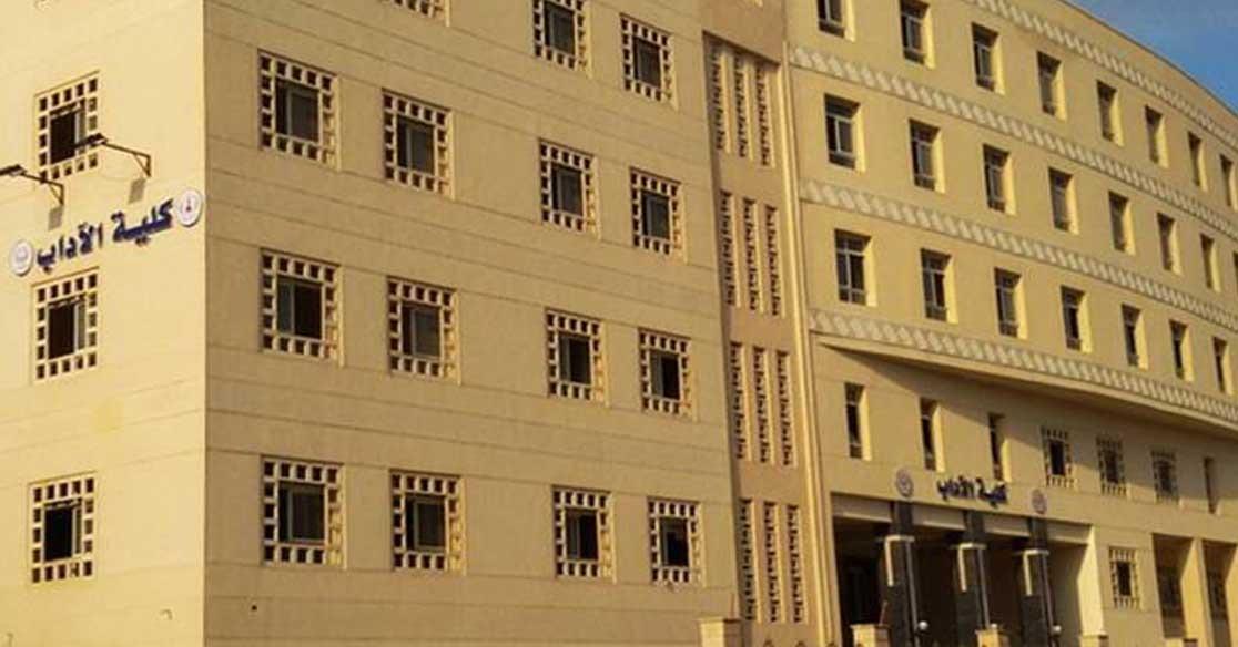 طالبة بكلية الآداب جامعة المنصورة تتهم دكتور بإهانتها داخل لجنة الامتحان: «كان هيضربني»