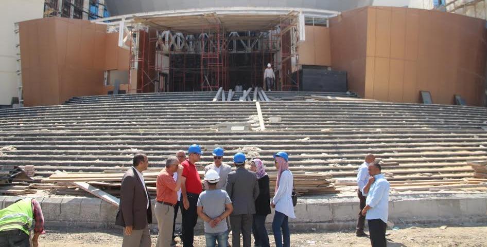 رئيس جامعة كفرالشيخ يتابع تجهيزات أسبوع شباب الجامعات
