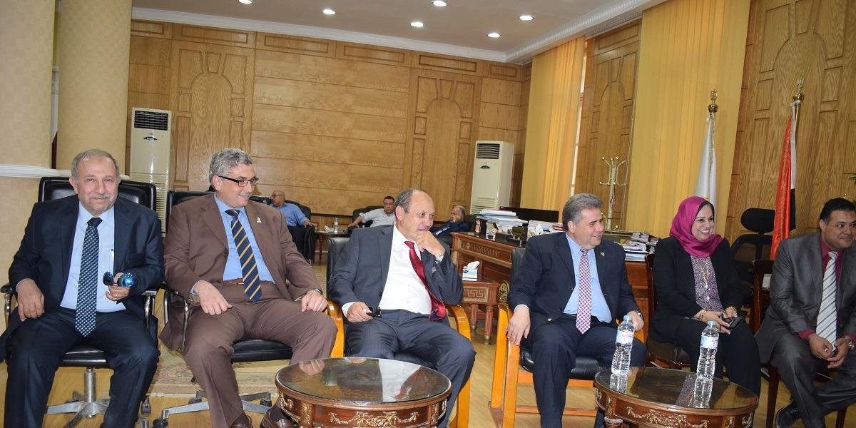 جامعة بنها تستقبل أساتذة الجراحة بالكليات المصرية