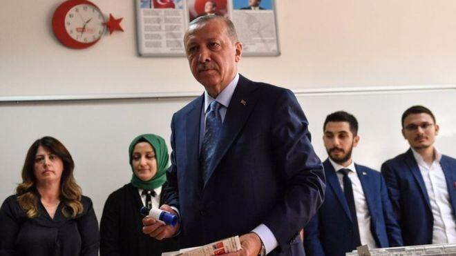 الانتخابات التركية: نتائج أولية تشير بتقدم إردوغان في سباق الرئاسة