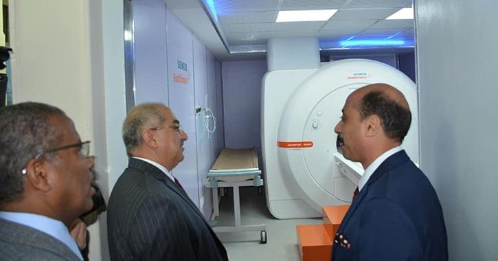 رئيس جامعة أسيوط يفتتح وحدتي الأشعة المقطعية والرنين المغناطيسي