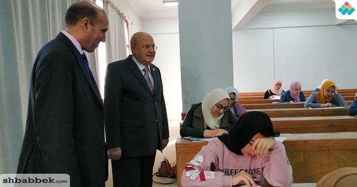 رئيس جامعة الزقازيق يتفقد لجان امتحانات 4 كليات (صور)