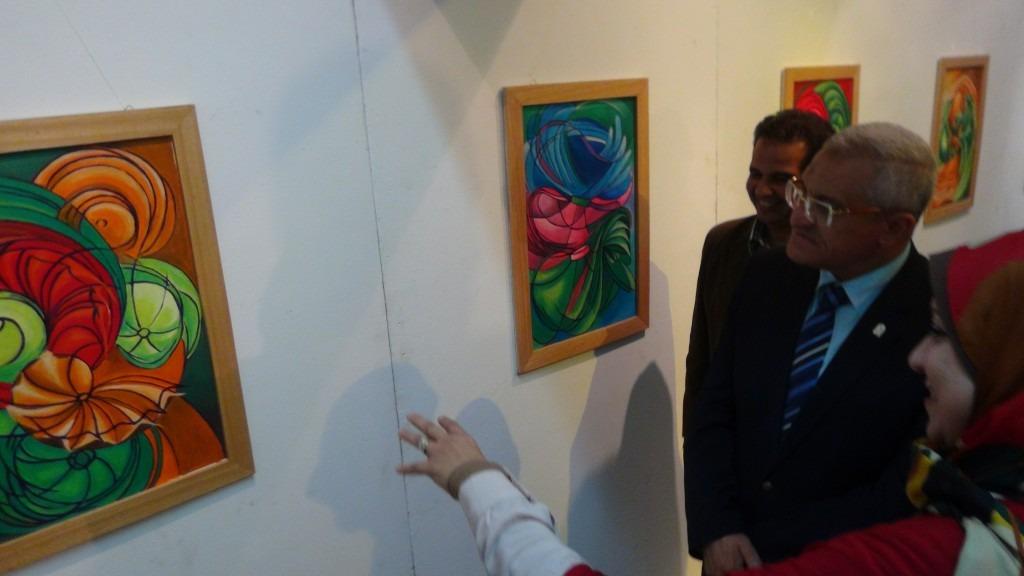 صور| رئيس جامعة المنيا يفتتح معرض «تراثية ومستقبلية»