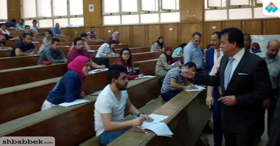 وزير التعليم العالي يتفقد سير الامتحانات بجامعة عين شمس