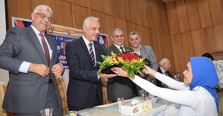 نواب رئيس جامعة المنوفية يشاركون طلاب الحاسبات حفل استقبال العام الجديد