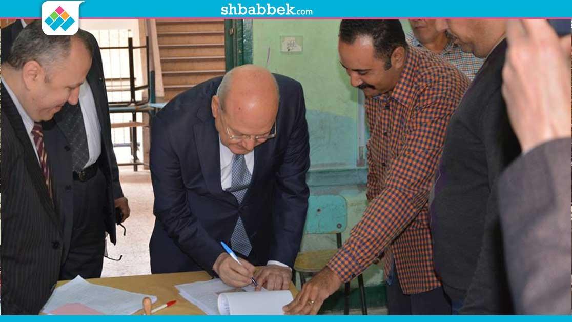 رئيس جامعة الزقازيق يدلي بصوته في الانتخابات