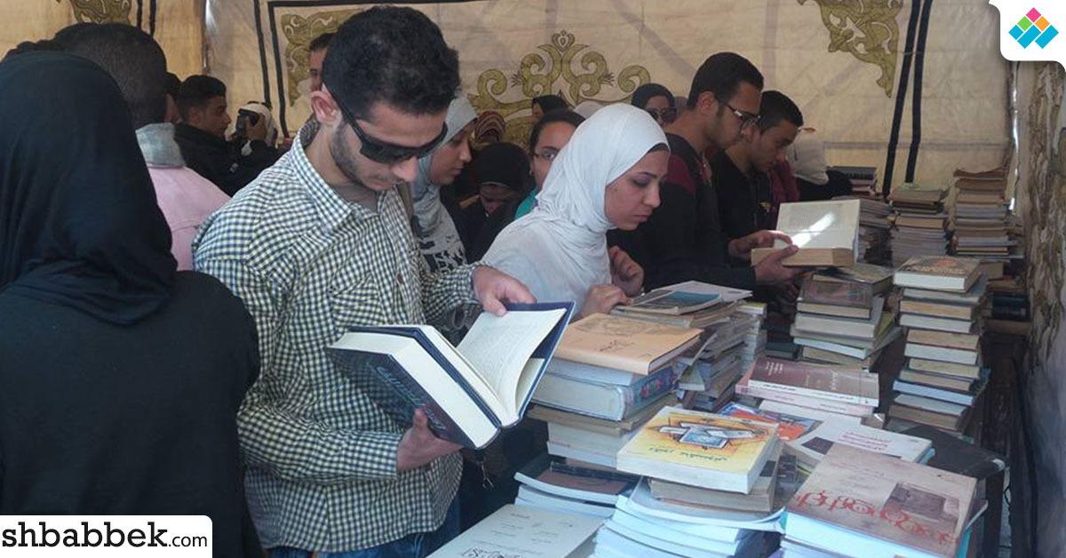 توزيع 5 آلاف كتاب على طلاب تجارة القاهرة بحملة إضاءة (صور)