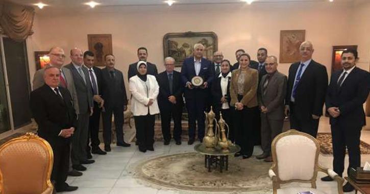 جامعة عين شمس تبحث إقامة معرض في سلطنة عمان