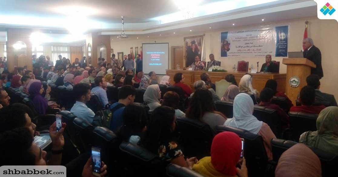 بالصور.. زاهي حواس يتحدث عن أسرار الآثار لطلاب جامعة مصر للعلوم والتكنولوجيا