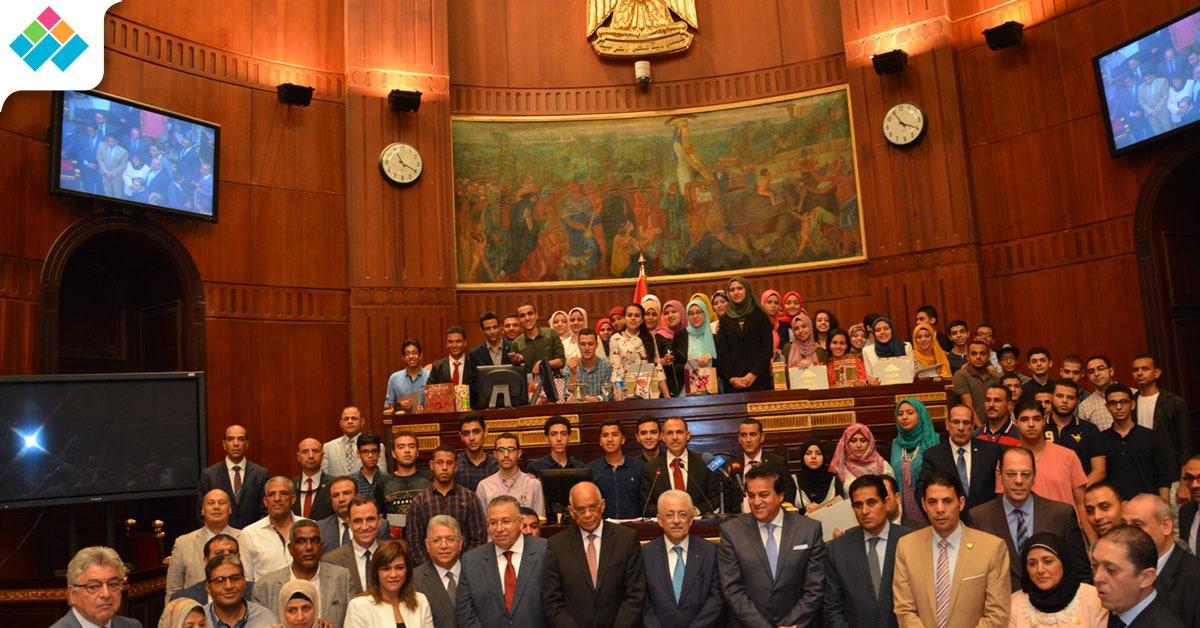 البرلمان يكرم أوائل الثانوية العامة (صور)