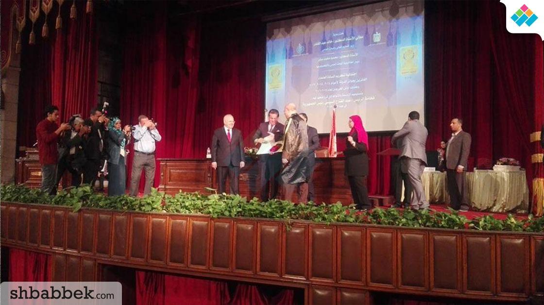 وزير التعليم العالي يسلم جوائز الدولة لأساتذة الجامعات والعلماء