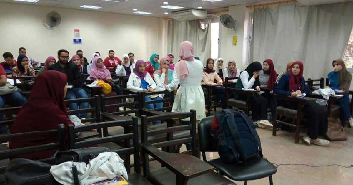 الجمعية العلمية بصيدلة المنصورة تدرب الطلاب على التقديم للمنح (صور)