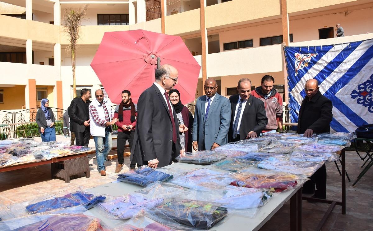 كلية التربية الرياضية جامعة السادات تنظم معرضا خيريا للملابس