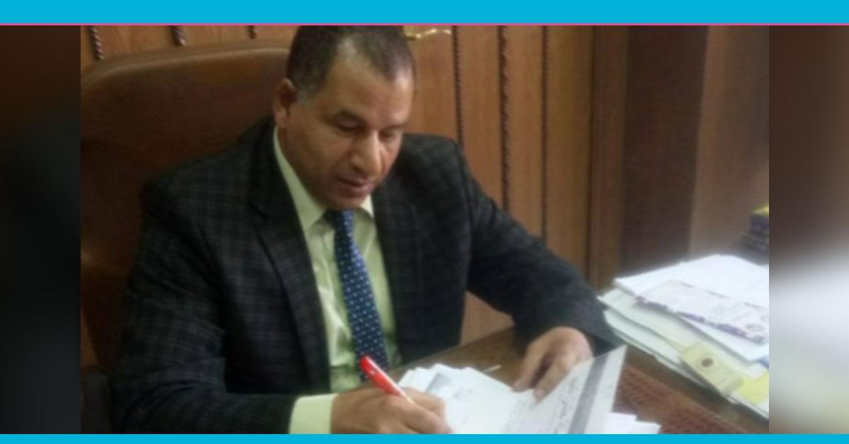 عميد آداب بني سويف يوقع على استمارة «علشان تبنيها»