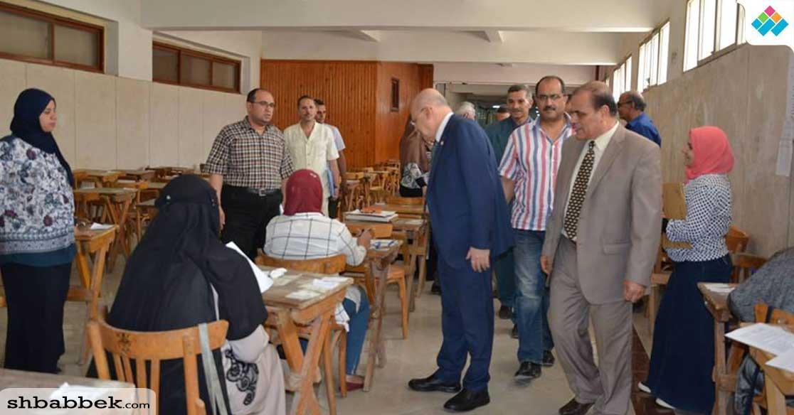 رئيس جامعة الزقازيق يتفقد امتحانات الفترة المسائية بكلية العلوم