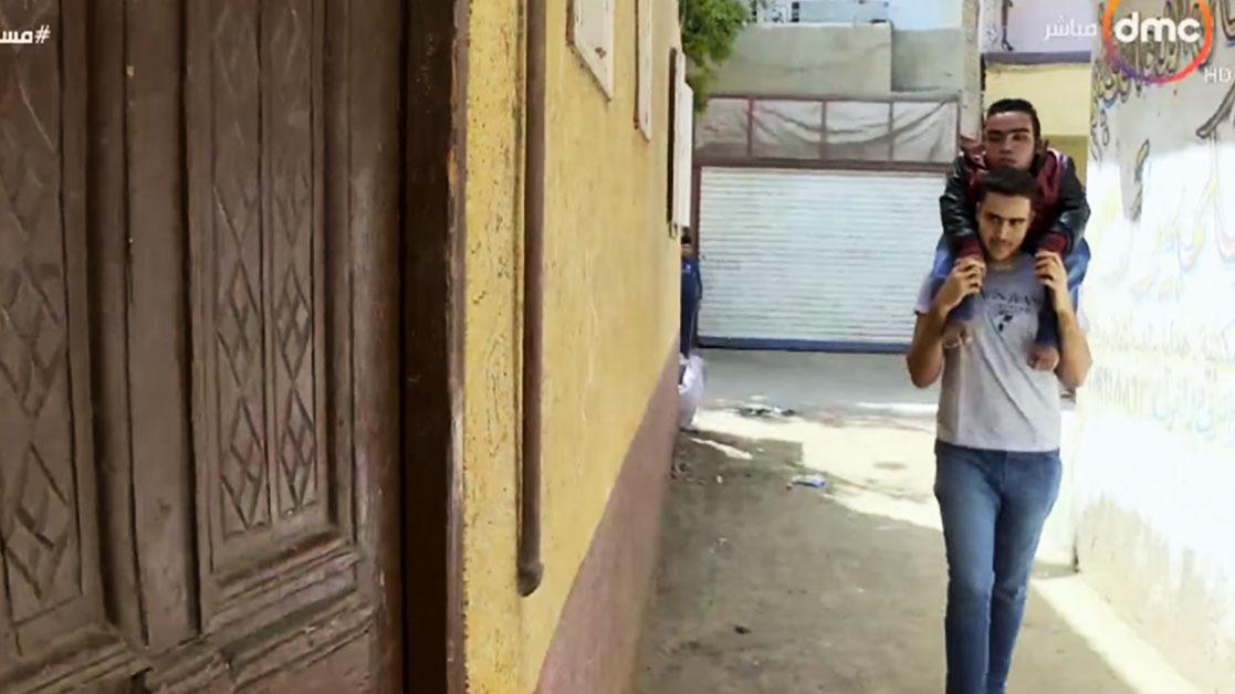 قصة طالبين في جامعة الزقازيق.. أحدهما حمل الأخر 12 عاما