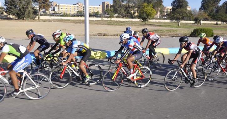300 طالب وطالبة يشاركون في مهرجان سباق الدراجات بجامعة قناة السويس
