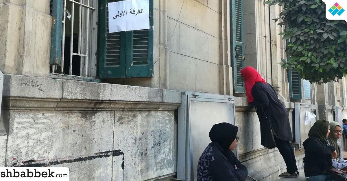 إقبال ضعيف لطلاب آداب القاهرة على سحب استمارات اتحاد الطلاب