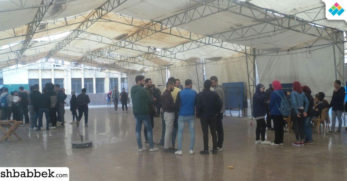 170 طالبا يسحبون استمارات الترشح في تجارة عين شمس (صور)