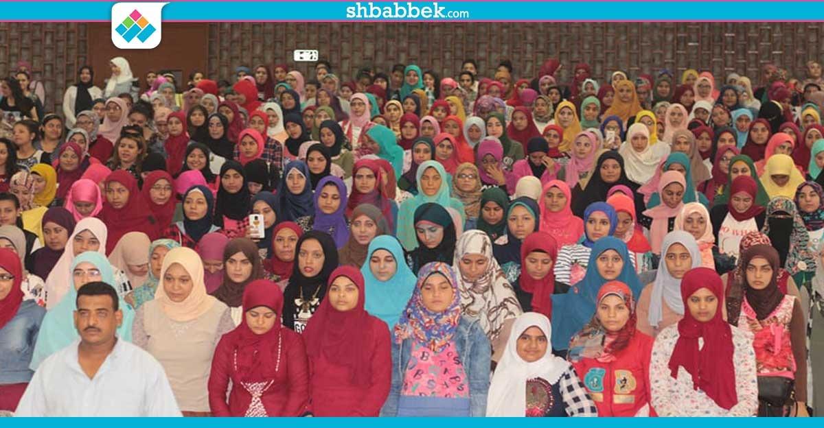 آداب أسيوط تستقبل الطلاب بالعام الدراسي الجديد وتكرم الطالب والطالبة المثاليين (صور)