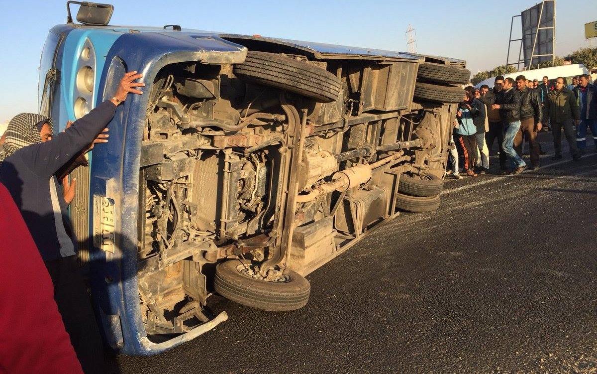مصرع 6 أشخاص وإصابة 15 آخرين في حادث انقلاب أوتوبيس ببورسعيد
