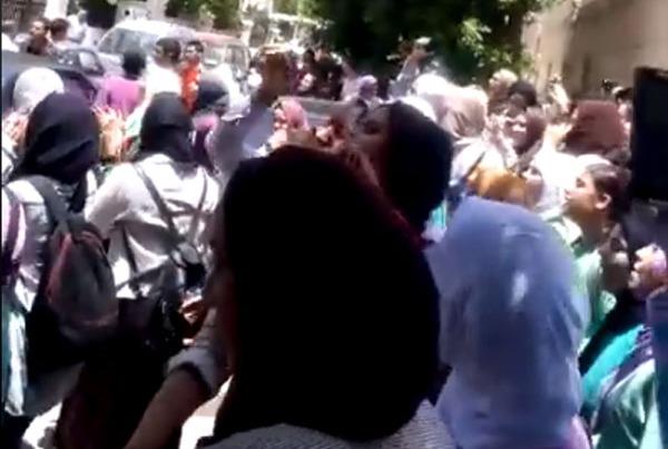 مظاهرات طلاب أولى ثانوي ضد «السيستم» ووزير التعليم: «ارحل يا شوقي» (فيديو)