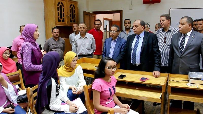 رئيس جامعة بني سويف يفتتح الدورات التدريبية بكلية الآداب