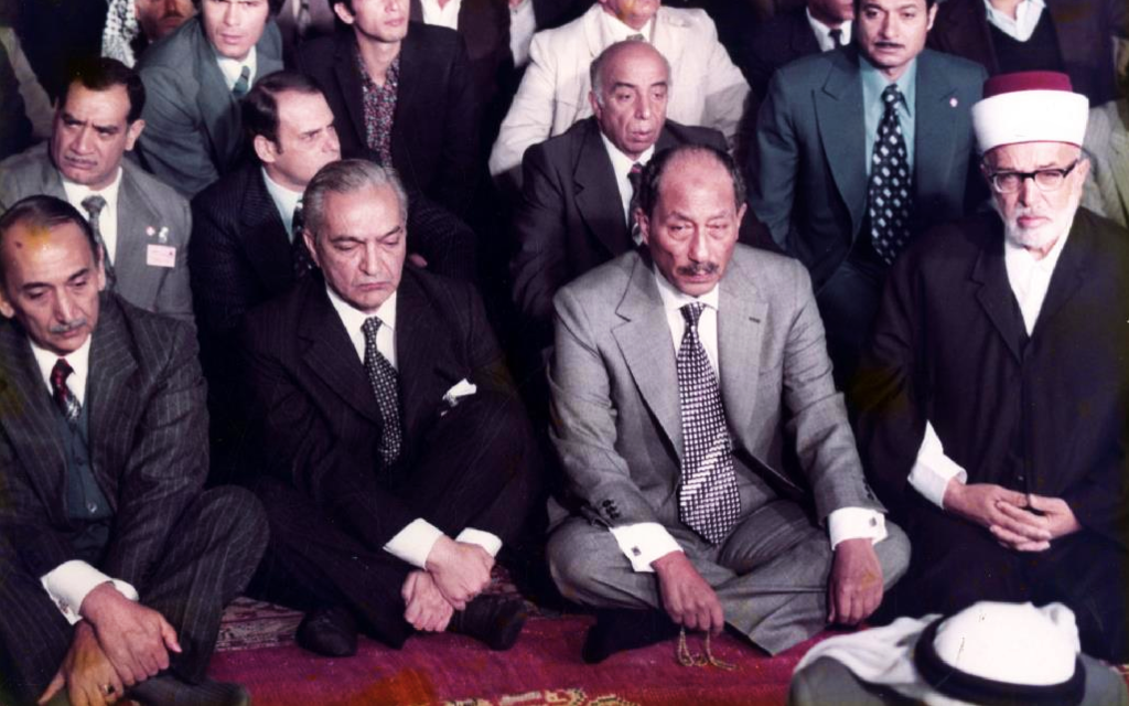 السياسي الواعظ.. تعرف على السادات حين حكم مصر بـ«قانون العيب»