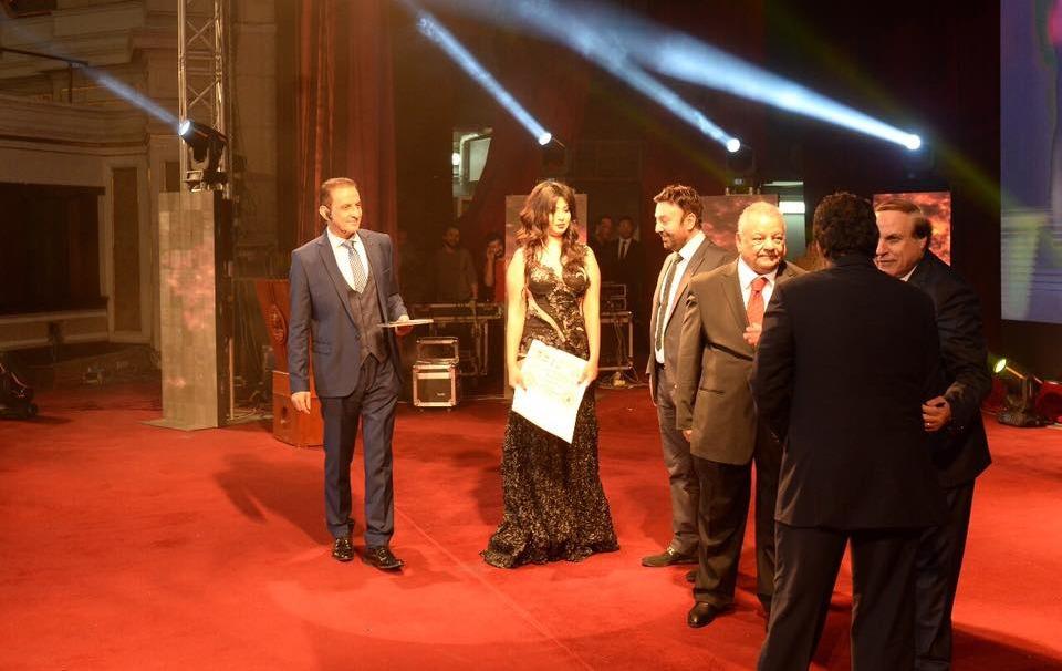 انتقادات واسعة بعد تكريم بطلة «يا سونة» على مسرح جامعة القاهرة