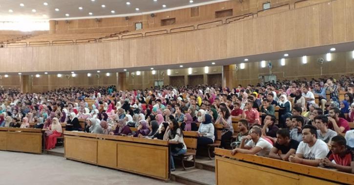 كلية حقوق عين شمس تستقبل الطلاب الجدد بحضور عميد الكلية (صور)