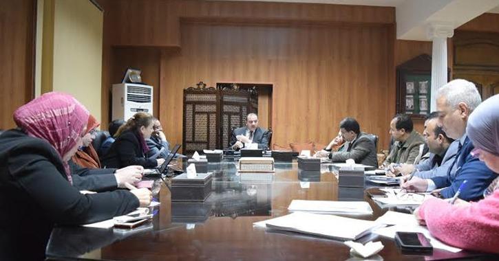 إنشاء مسجد واستوديوهات لطلاب الإعلام.. رئيس جامعة بني سويف يجتمع بلجنة المنشآت