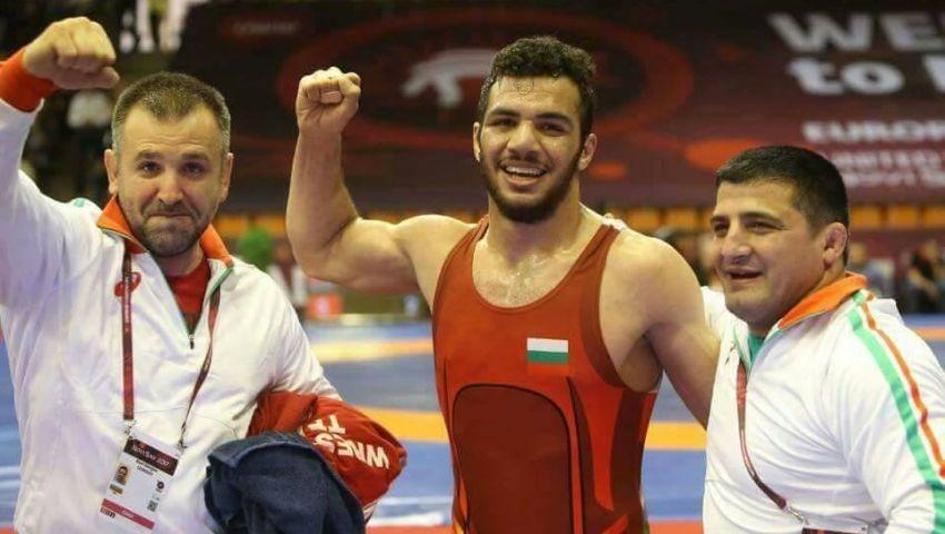 بعد أن دفعناه لبيع «الشاورما» في الغربة.. مصارع مصري يُهدي بلغاريا ميدالية ذهبية