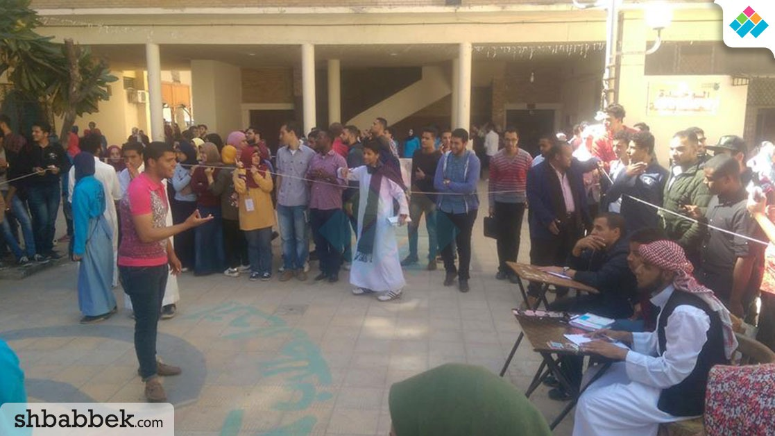 محاكاة لسوق عكاظ بآداب الإسكندرية (صور)
