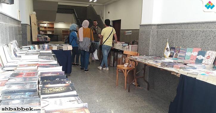 انخفاض الإقبال على معرض الكتاب بجامعة السويس في نسخته الثانية