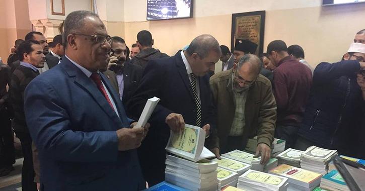 رئيس جامعة الأزهر يفتتح معرض للكتب في كلية اللغة العربية