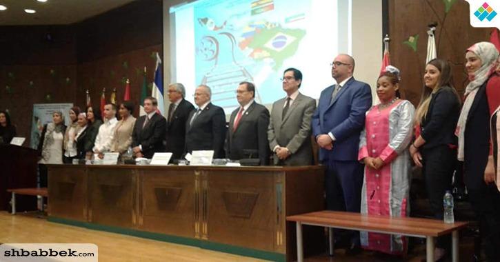 رئيس جامعة القاهرة: الأفلام الأجنبية مصدر للتعرف على الثقافة المختلفة