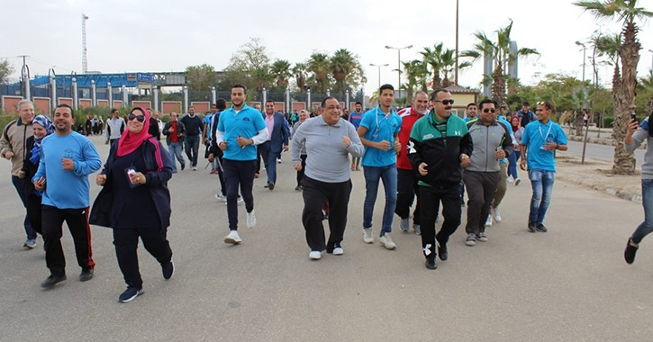 رئيس جامعة حلوان بقود مارثون جري بمشاركة الطلاب وأعضاء هيئة التدريس