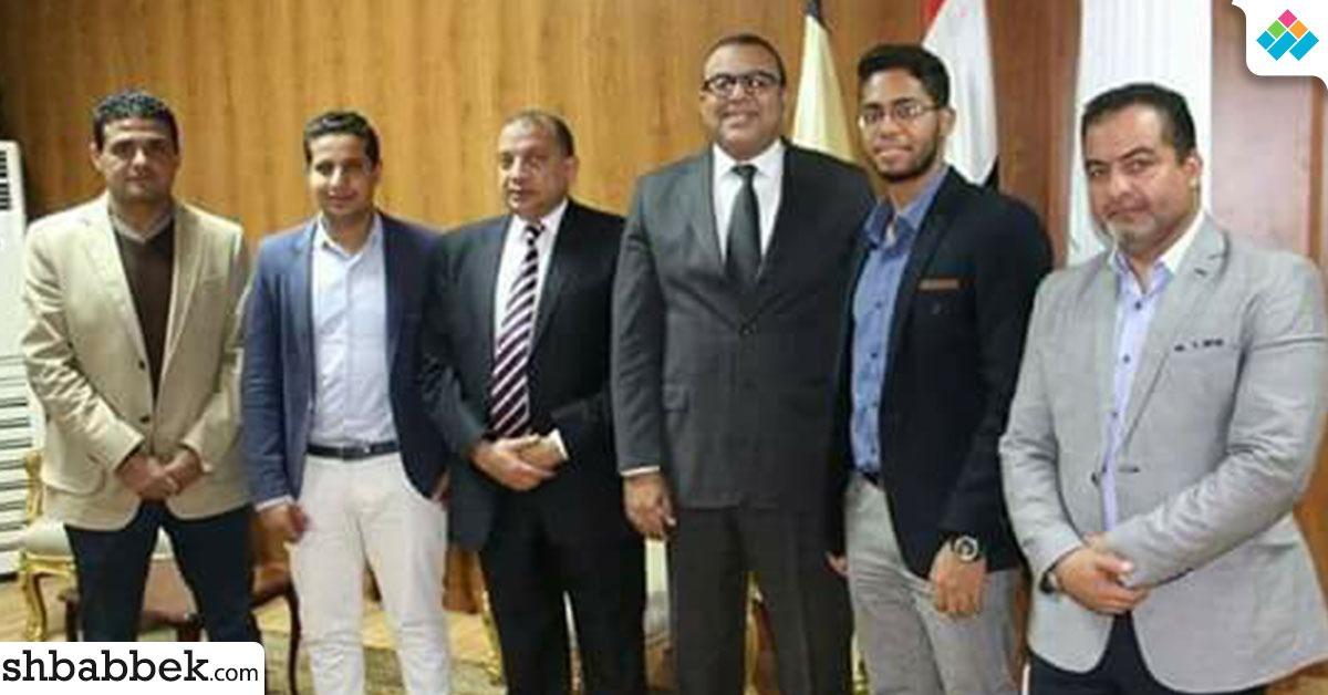رئيس جامعة بني سويف يستقبل أمين اتحاد الطلاب ونائبه لتهنئتهم