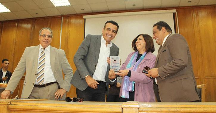 أسامة منير يتحدث عن السعادة في جامعة عين شمس